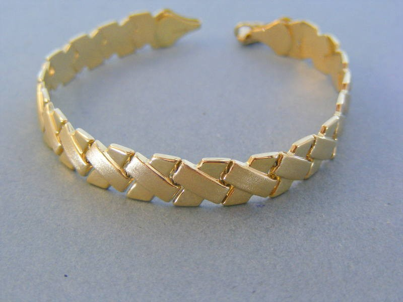 Zlatý dámsky náramok elegantný žlté zlato DN18727Z 14 karátov 585 1000  7.27g. Loading zoom 0774b4ef784